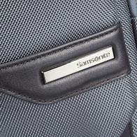 Ballistisch nylon omhulsel met details in zacht rundleer en voortreffelijke staalgrijze metalen elementen.